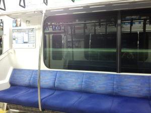 今日はまだ電車も空いています